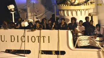 Мигрантите от кораба Дичоти получиха разрешение да слязат на италианския бряг