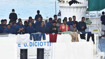 Мигрантите на кораба Дичоти обявиха гладна стачка