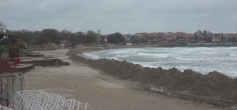 Пясъчната дига на плажа в Созопол ще бъде съборена, а
