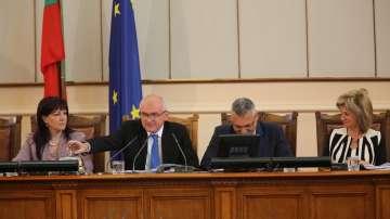 Четири гласа запазиха поста на председателя на НС Димитър Главчев