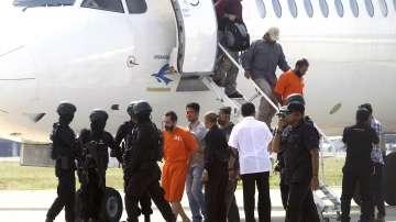 Обратно зад решетките: Димитър Илиев беше върнат в индонезийски затвор (СНИМКИ)