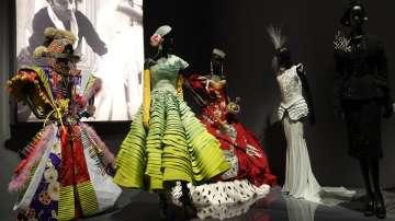 Откриват изложба на Диор в Лондон
