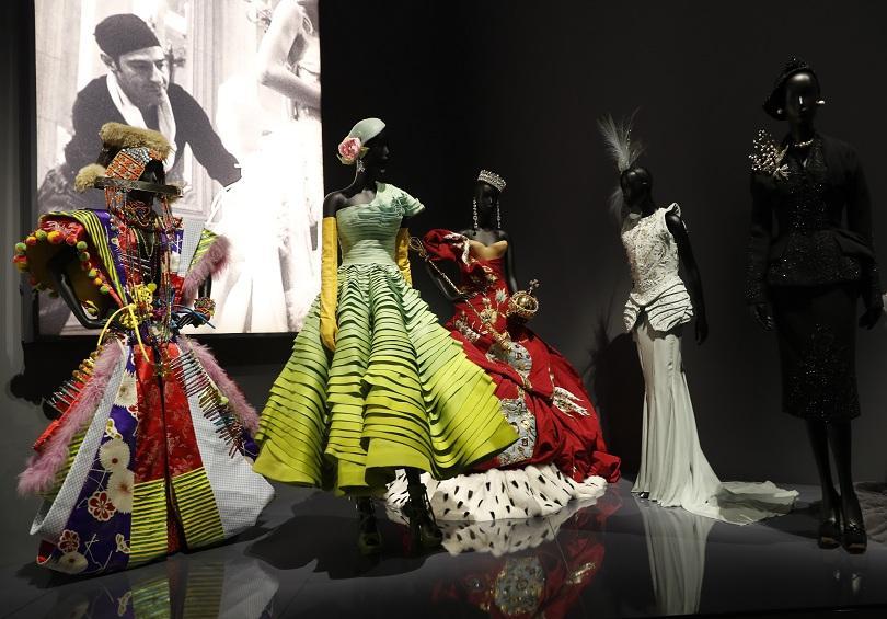 Снимка: Откриват изложба на Диор в Лондон