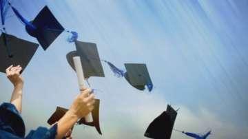 Фабрики за дипломи бълват ментета срещу $5000