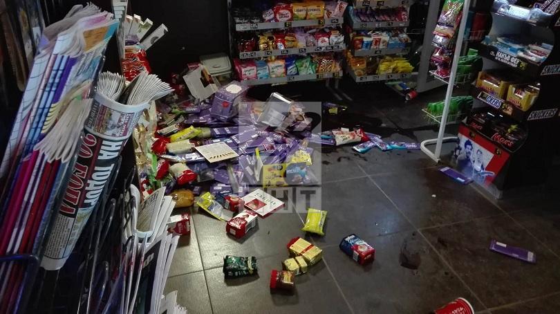 снимка 2 Джип се вряза в магазин на Сточна гара