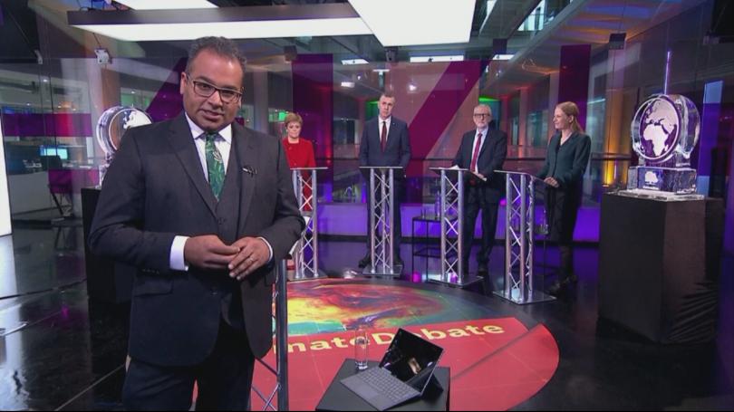 Борис Джонсън беше заменен с ледена скулптура по време на дебат