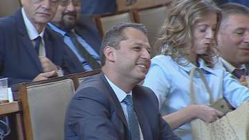 Парламентът не прие оставката на Делян Добрев