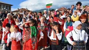 Гергьовденски парад на народните обичаи и носии сътвориха в Добринище