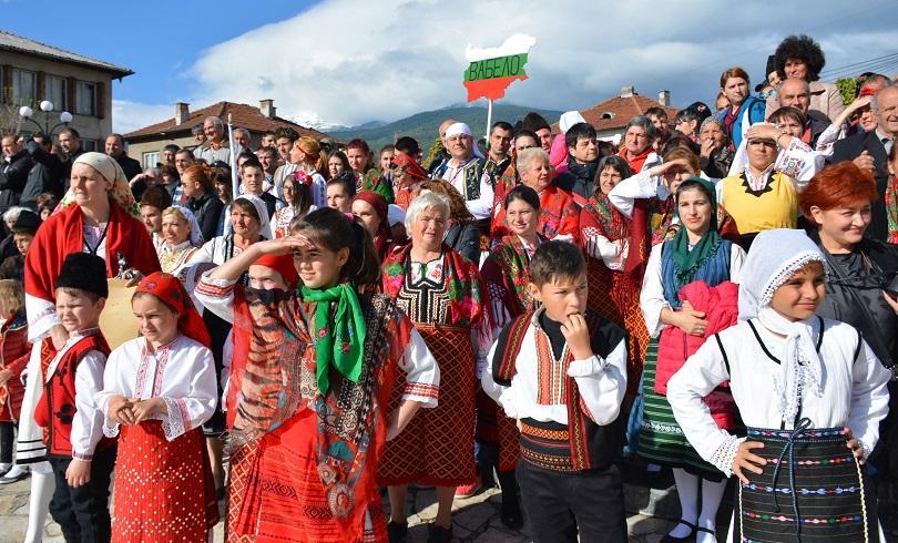 гергьовденски парад народните обичаи носии сътвориха добринище