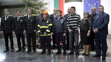 Валентин Радев награди с почетно отличие трима доброволци