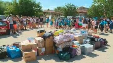 Френски доброволци дариха 6 тона материали за детските градини в Карлово