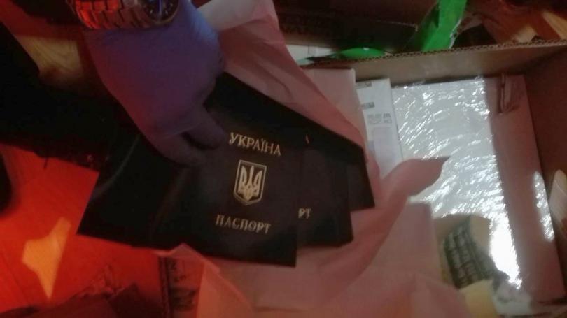 снимка 4 ГДБОП неутрализира престъпна група, изготвяла фалшиви документи за самоличност