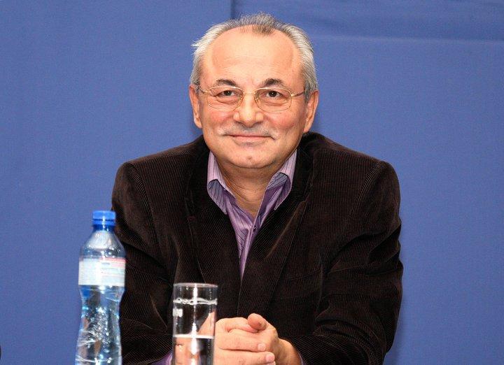 Почетният председател на ДПС Ахмед Доган посъветва съпартийците си да