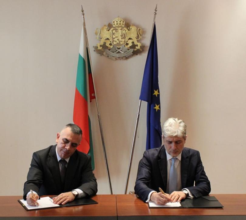 снимка 1 Две министерства подписаха договор за превенция на рискови свлачища