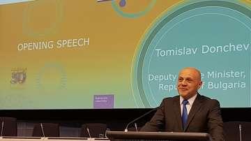 Дончев: Време е да мислим за обща европейска политика за администрацията