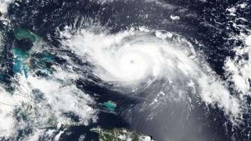 Ураганът Дориан промени посоката си