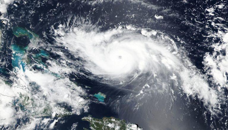 Ураганът Дориан се насочва към Бахамите