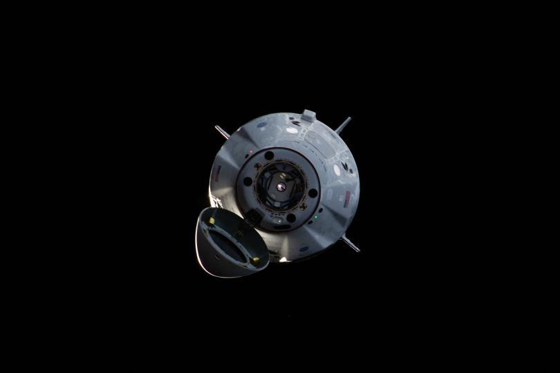 След историческия си първи полет до Международната космическа станция, капсулата