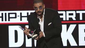 Хип хоп певецът Дрейк раздаде милион в новия си клип