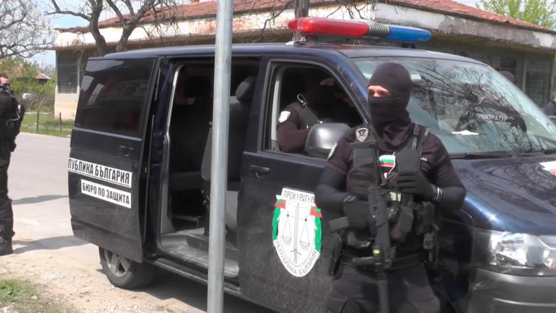 Снимка: След спецакцията в Дреновец: Разследват престъпна група за трафик на хора