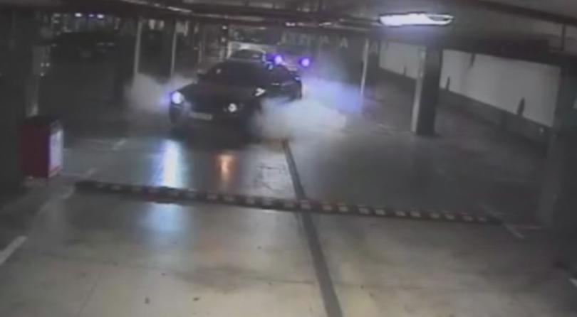 21-годишен младеж от Бургас е шофирал опасно в подземния паркинг