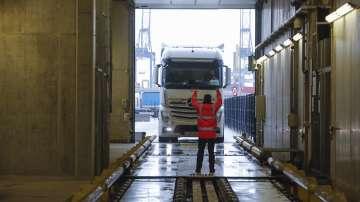 41 мигранти бяха открити живи в хладилен камион в Северна Гърция