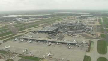 Дрон удари пътнически самолет на летище Хийтроу