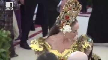 ДРУГИТЕ новини: Звезди и папски корони