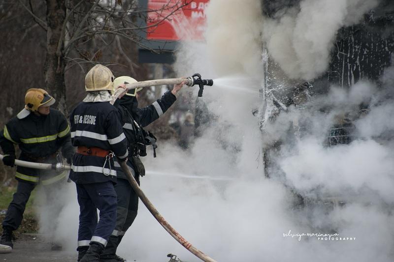 снимка 4 Запалил се камион затруднява движението по бул.Цариградско шосе