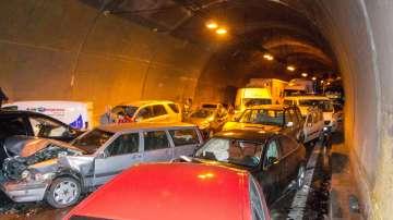 Верижна катастрофа в тунела Витиня, има загинали (ОБНОВЕНА)