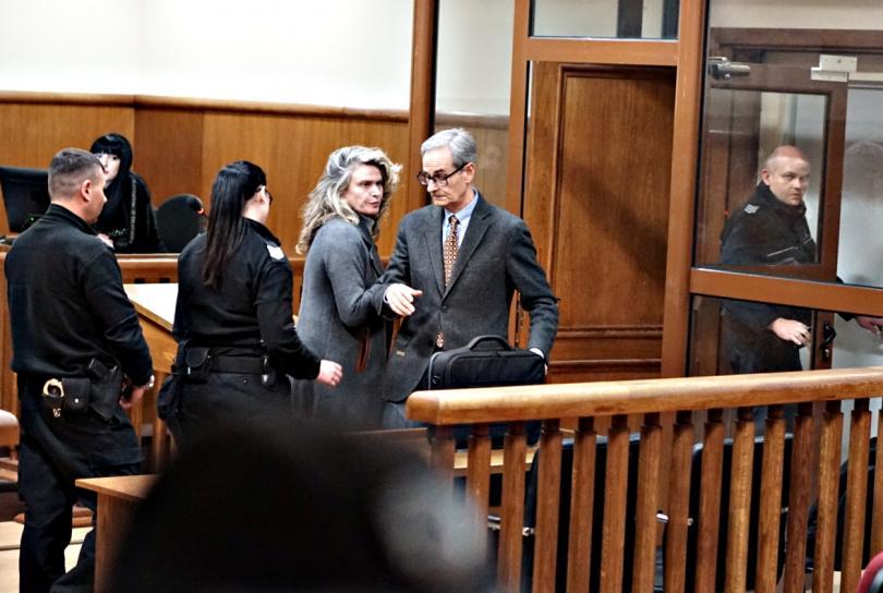 снимка 3 Съдът гледа мярката на Елена Динева - жената на Божков