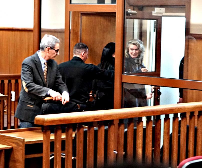 снимка 4 Съдът гледа мярката на Елена Динева - жената на Божков