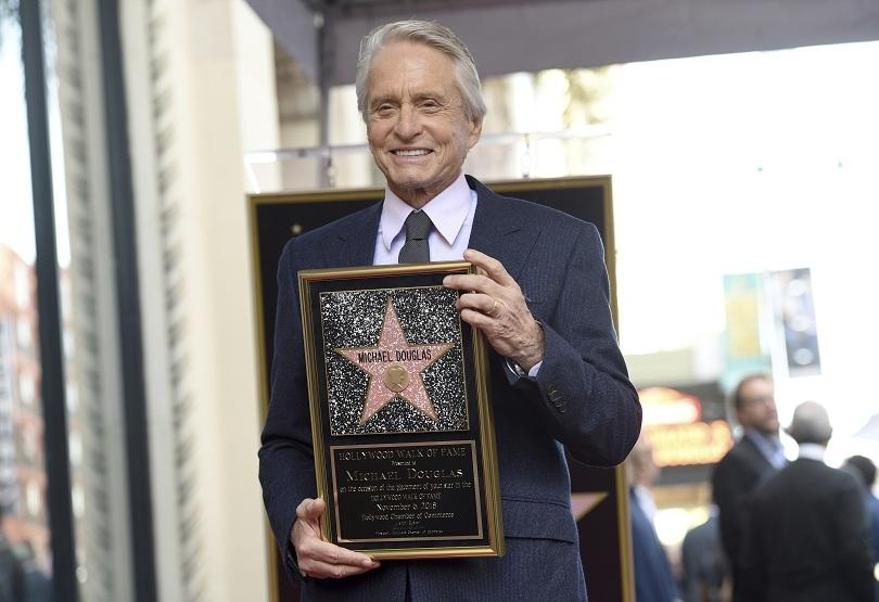 Майкъл Дъглас получи звезда на Алеята на славата в Холивуд
