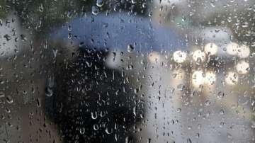 Оранжев код за силен вятър и обилен дъжд в цялата страна