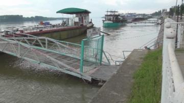 Нивото на Дунав продължава да спада