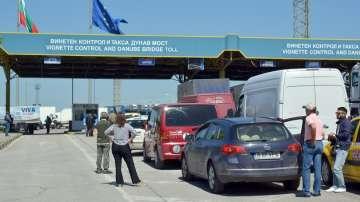Румънските туристи запушиха Дунав мост