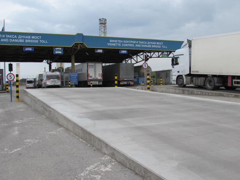 Снимка: АПИ: Шофьорите да се движат с повишено внимание заради ремонт на Дунав мост