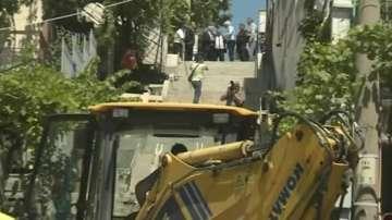 Валентин Радев инспектира отнесената от пороите улица в Дупница