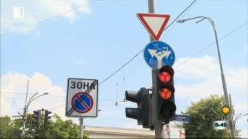 Кой е с предимство на кръстовище при светещ зелен светофар?