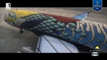 Улични артисти изрисуваха пътнически самолет