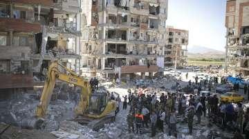 Над 70 000 души са без подслон след земетресението в Иран