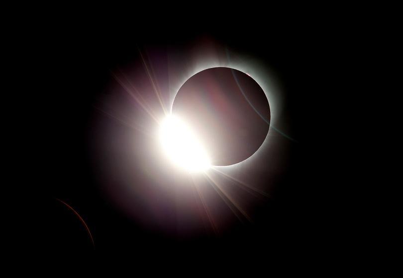 Пълното слънчево затъмнение (СНИМКИ)