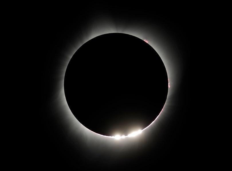 снимка 1 Пълното слънчево затъмнение (СНИМКИ)