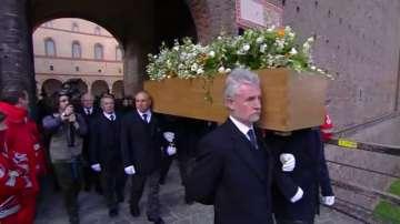 Погребаха Умберто Еко в Милано