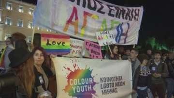 Гърция позволи съжителство за еднополови двойки