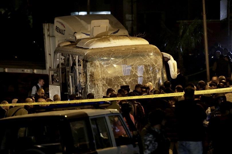 снимка 1 Туристически автобус се взриви в Кайро, има загинали и ранени