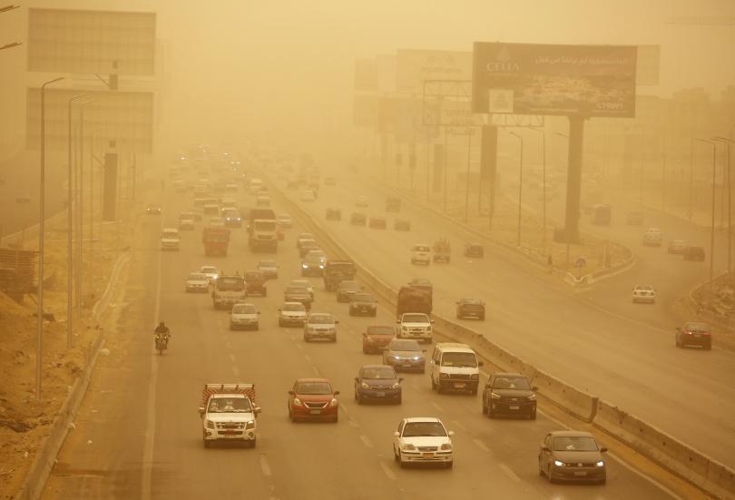 Снимка: Силна пясъчна буря връхлетя египетски градове и пристанища