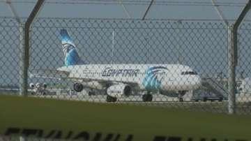 Мъж с фалшиви експлозиви похити египетски самолет