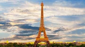 Айфеловата кула стана на 130 години