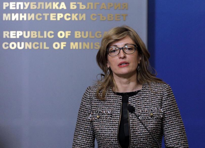 Вицепремиерът и министър на външните работи Екатерина Захариева замина на